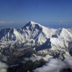 By shrimpo1967, cc-by-sa-2.0, https://commons.wikimedia.org/wiki/File:Mount_Everest_as_seen_from_Drukair2.jpg